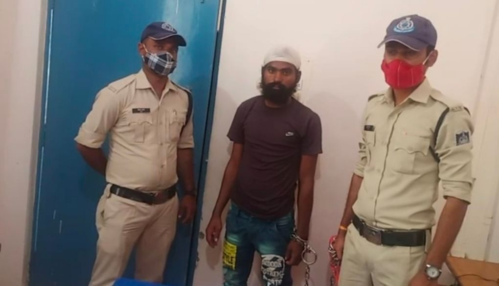 Burhanpur: Khankar police nabs youth with five illegal country-made pistols