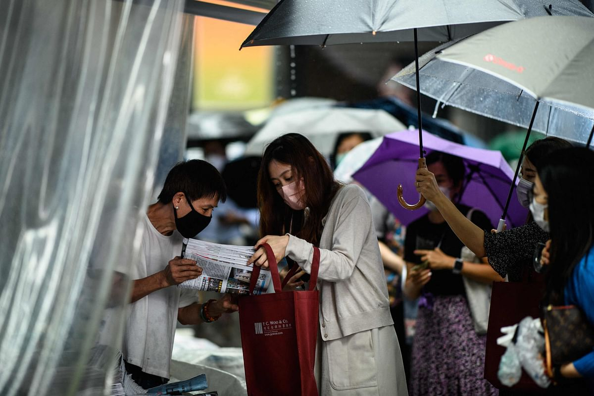 Thousands line up to buy final edition of Hong Kong's pro-democracy Apple Daily newspaper; a million copies sold