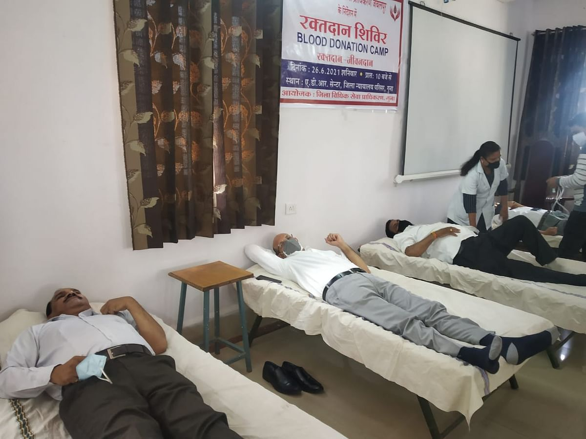Blood donation camp organised in Guna district court premises on Sunday