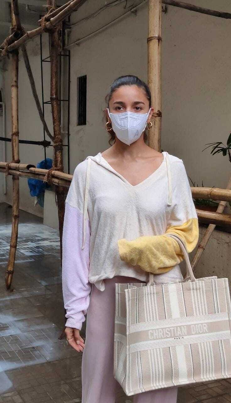 In Pics: Alia Bhatt, Nora Fatehi, Janhvi Kapoor and other B-Town celebs get papped in Mumbai