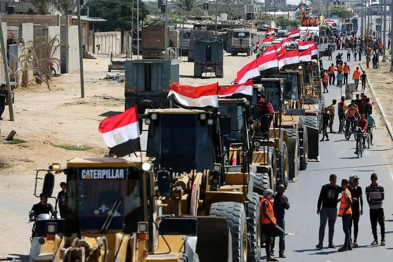 Egypt sends engineering equipment, crew to Gaza for reconstruction
