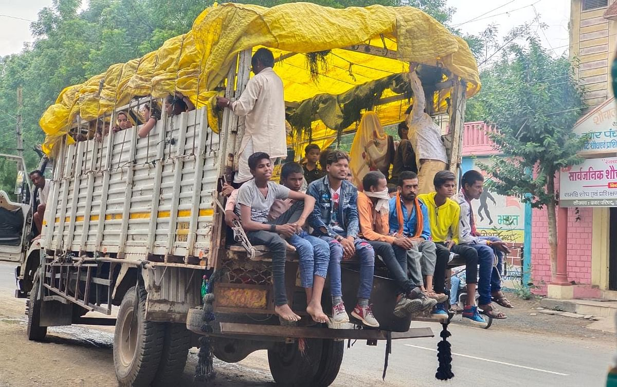 Ratlam: People throng markets in Alot, Covid protocol flouted with impunity