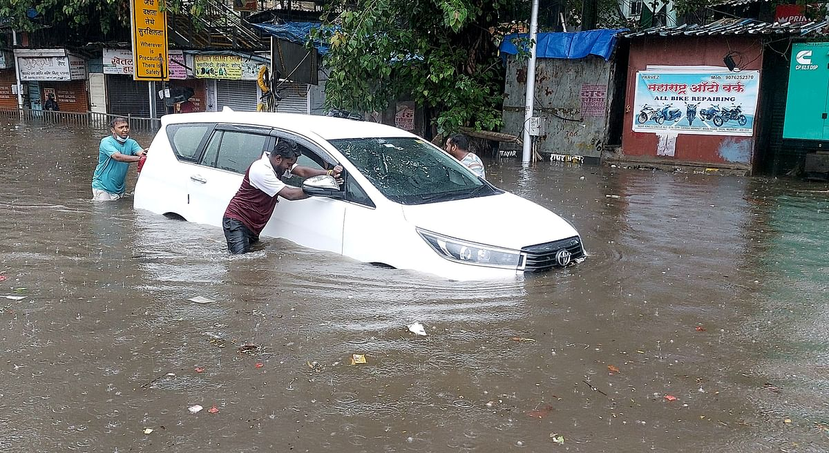 Maharashtra: Heavy rains in Thane, Palghar; four-year-old boy drowns, vehicles damaged in wall collapse
