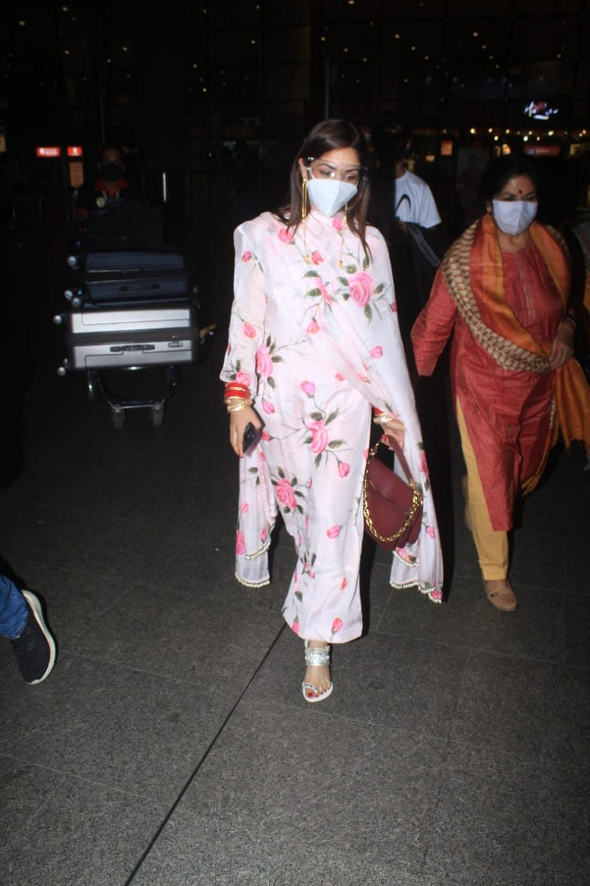 In Pics: Newlyweds Yami Gautam, Aditya Dhar back in Mumbai