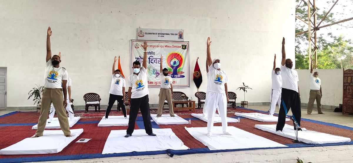 Minister Tulsi Silawat  (second from left) performing yoga in Indore on Monday