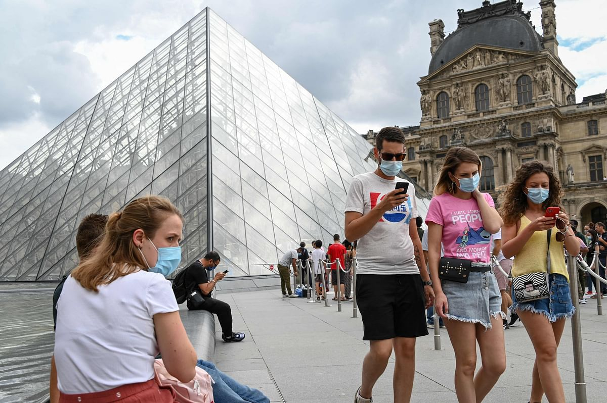 France: Wearing masks outside no longer compulsory from Thursday