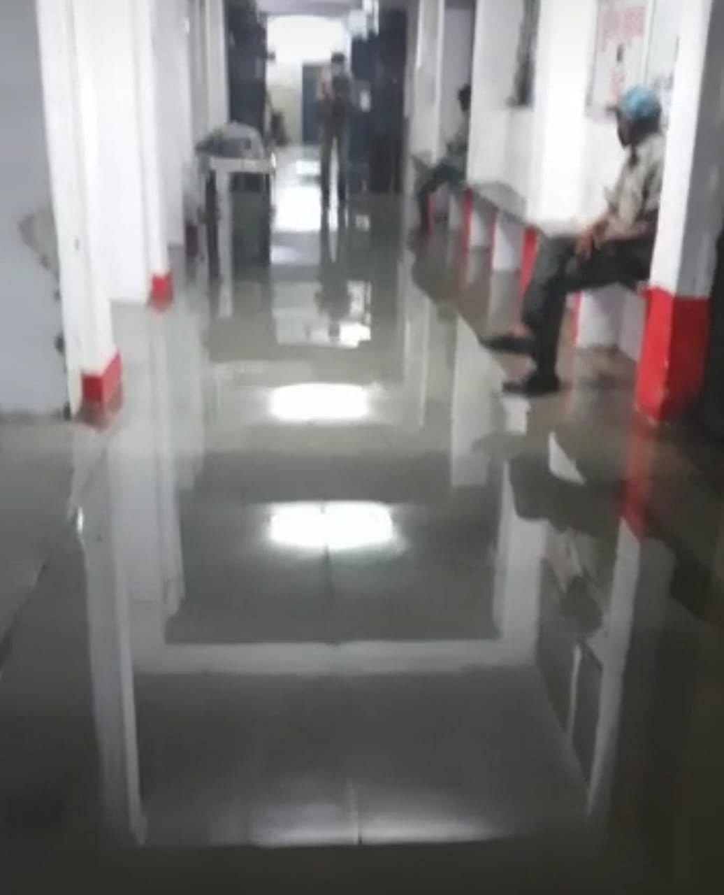 Ratlam: District hospital flooded with rainwater and sewage as panic grips visitors