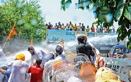 Water cannons used to stop SAD, BSP leaders from reaching Punjab CM house