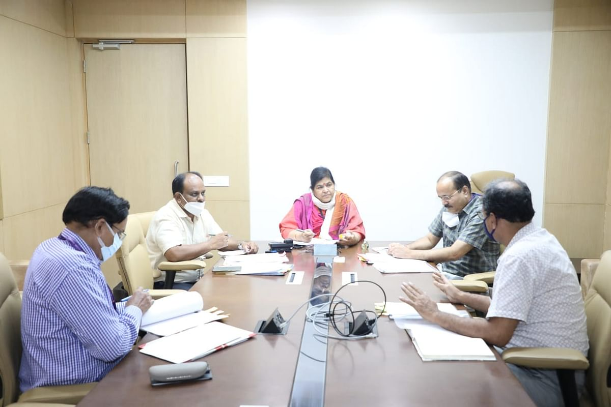 Culture minister Usha Thakur addressing a review meeting at Mantralaya on Monday.