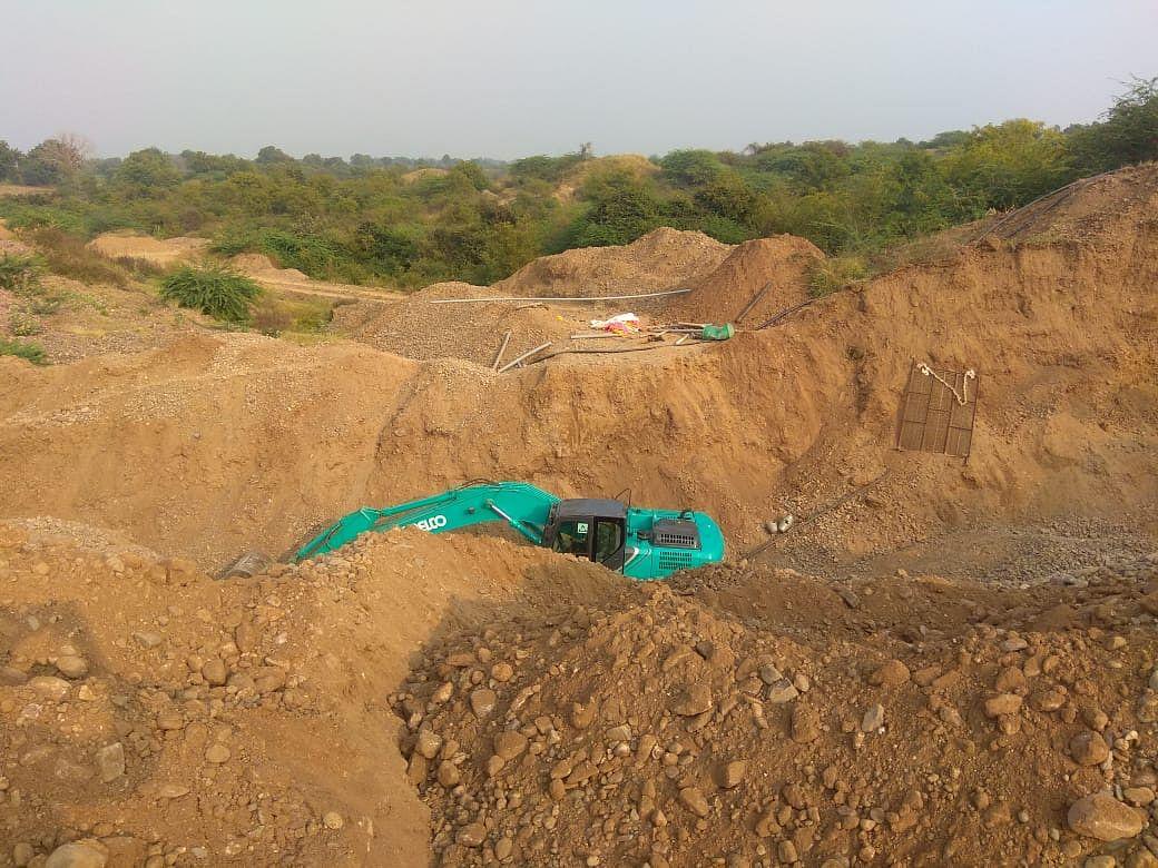 Madhya Pradesh: Illegal sand mining in Mandleshwar rampant, says Ex-minister Vijayalakshmi Sadho