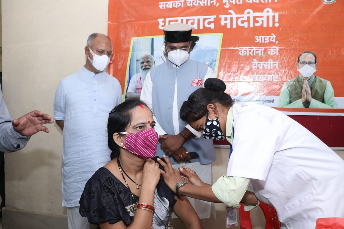 Medical education minister Vishvas Sarang at vaccination centre in Polytechnic College in Bhopal on Monday. Also seen is senior BJP functionary Suhas Bhagat (L)