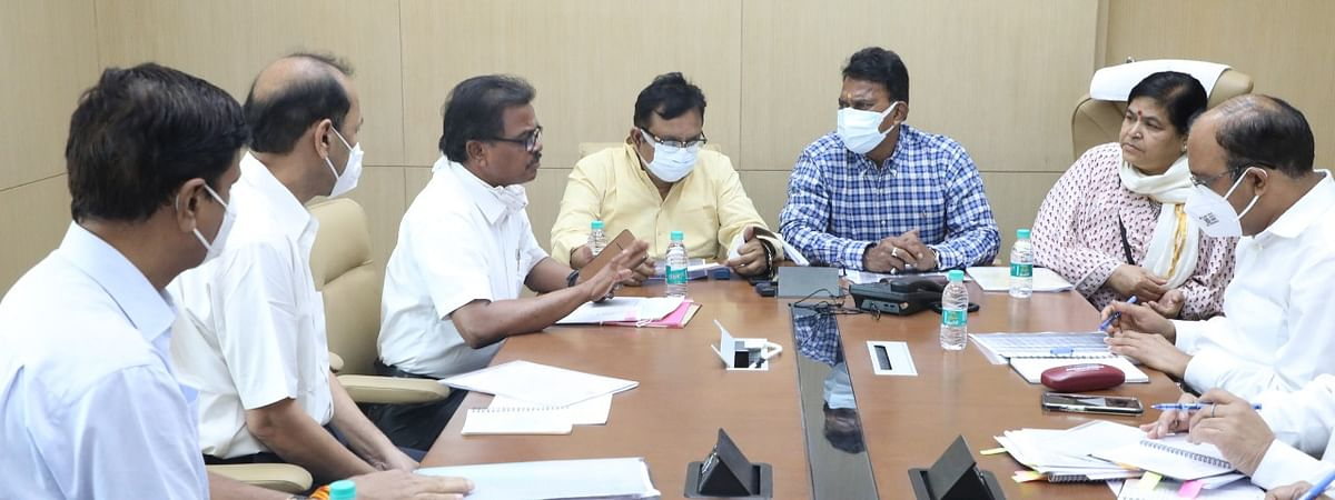 Ministers Tulsi Silawat, Usha Thakur, Vijay Shah talking to forest department officials in Bhopal on Wednesday
