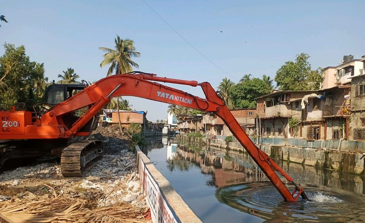 BMC, CR jointly carry out pre-monsoon desilting works