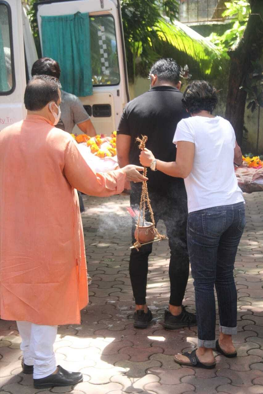 Raj Kaushal Funeral Pics: Mandira Bedi breaks down; Ronit Roy, Ashish Chaudhary, and others console her