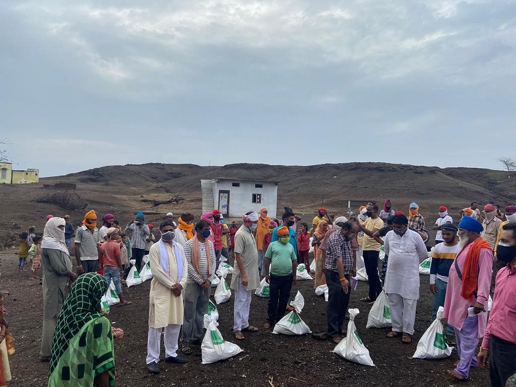 Barwani: Ration kits distributed to needy in Palsud, surrounding areas