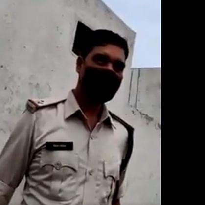 Watch: 2 cops caught accepting bribe in Chhattisgarh, suspended