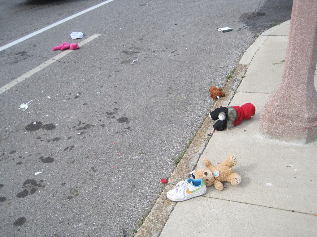 At the time of accident, sub inspector was carrying toys for his daughter