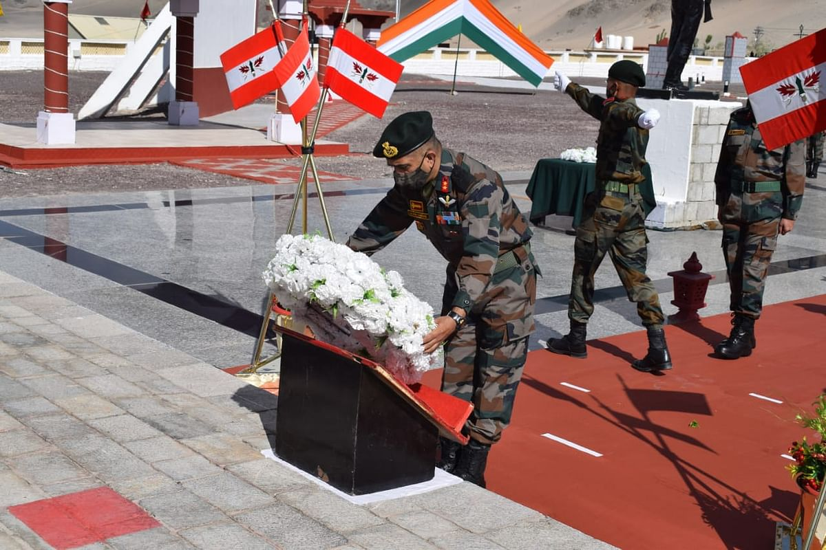 Major General Akash Kaushik, laid a wreath and paid homage to the heroes who laid down their lives at Galwan on 15 Jun last year.