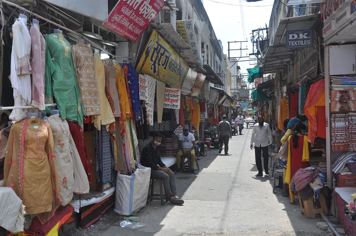 Indore: Tepid opening to unlock in city; Most shopkeepers spent the day cleaning their shop; Fast food joints do brisk business