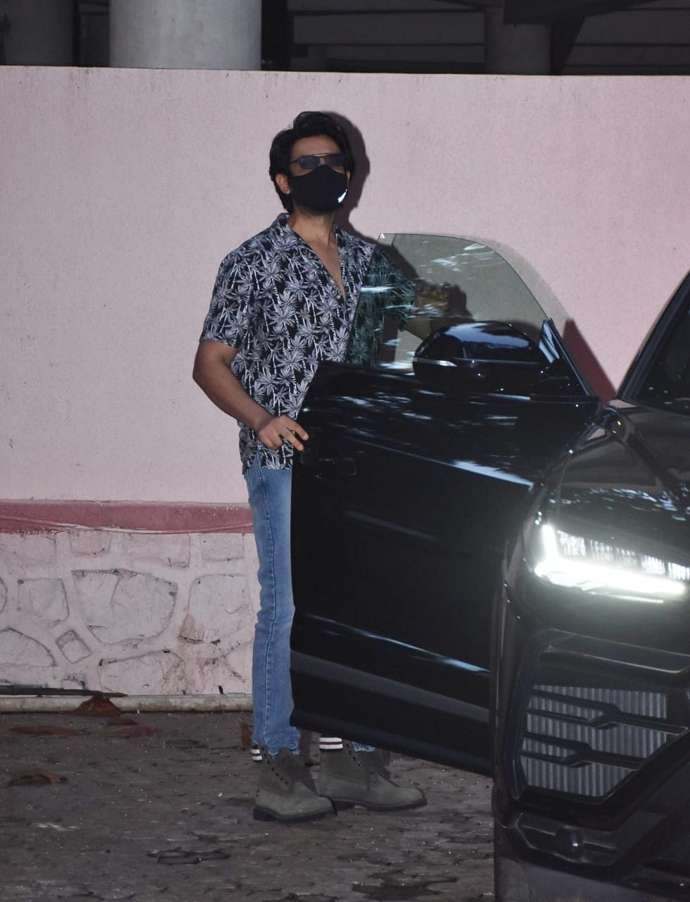 After being sacked from 'Dostana 2', Kartik Aaryan spotted at Sanjay Leela Bhansali's office