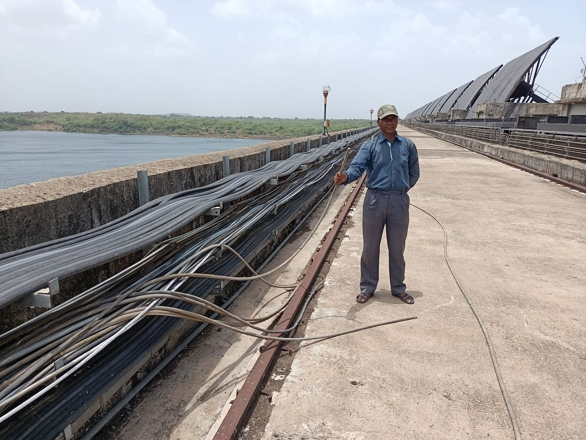 Wires at dam site costing crores of rupees have been cut and destroyed by thieves