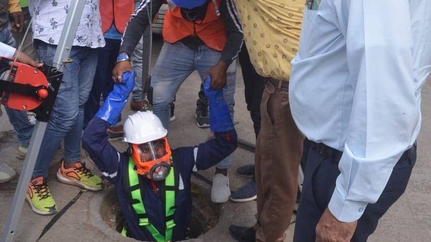 Dewas: Commissioner Vishal Singh Chouhan takes stock of cleanliness arrangements ahead of rainy season