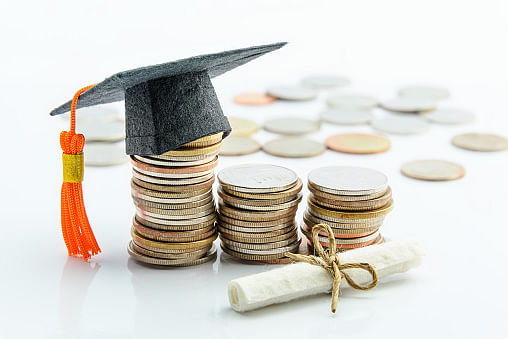 Indore: Education shamefaced after Chameli Devi College asks students to pay fees by taking a loan from moneylenders