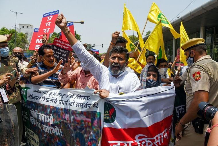 Farmers supporters protest against the three farm laws outside Raj Niwas on completion of 7 months of farmers agitation at Delhis border in New Delhi on Saturday