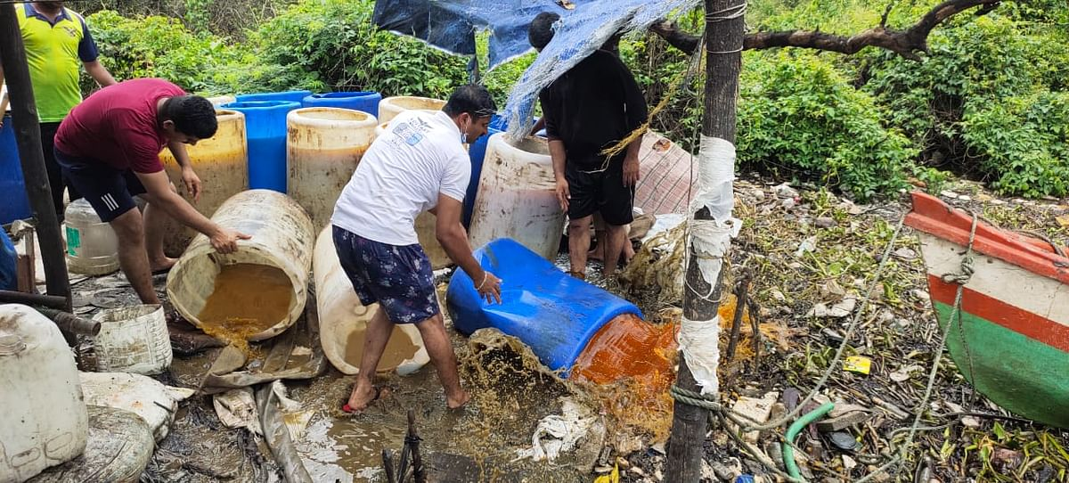 Vasai: MBVV cops paddle their way to bust hooch brewing den