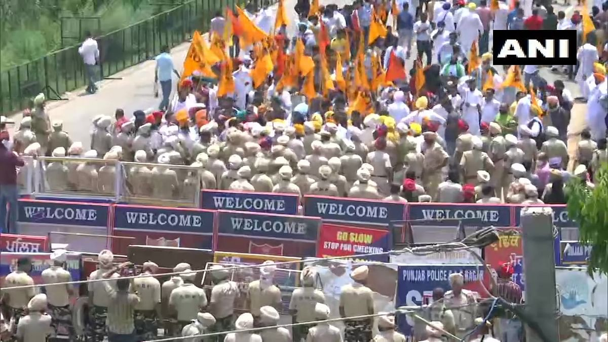 SAD chief Sukhbir Singh Badal detained by Punjab Police amid protest outside CM Amarinder Singh's residence