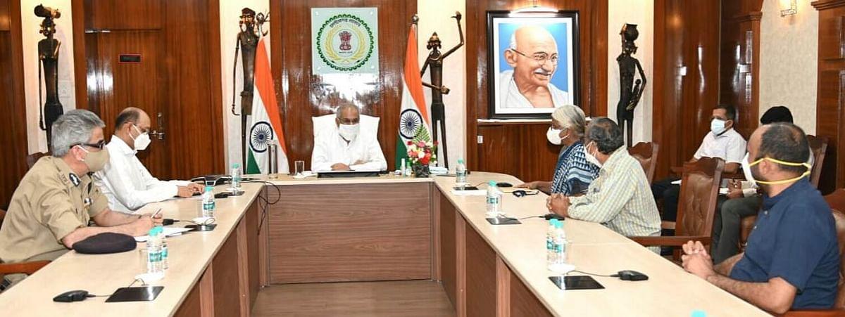 Delegation meeting CM at his office in Raipur