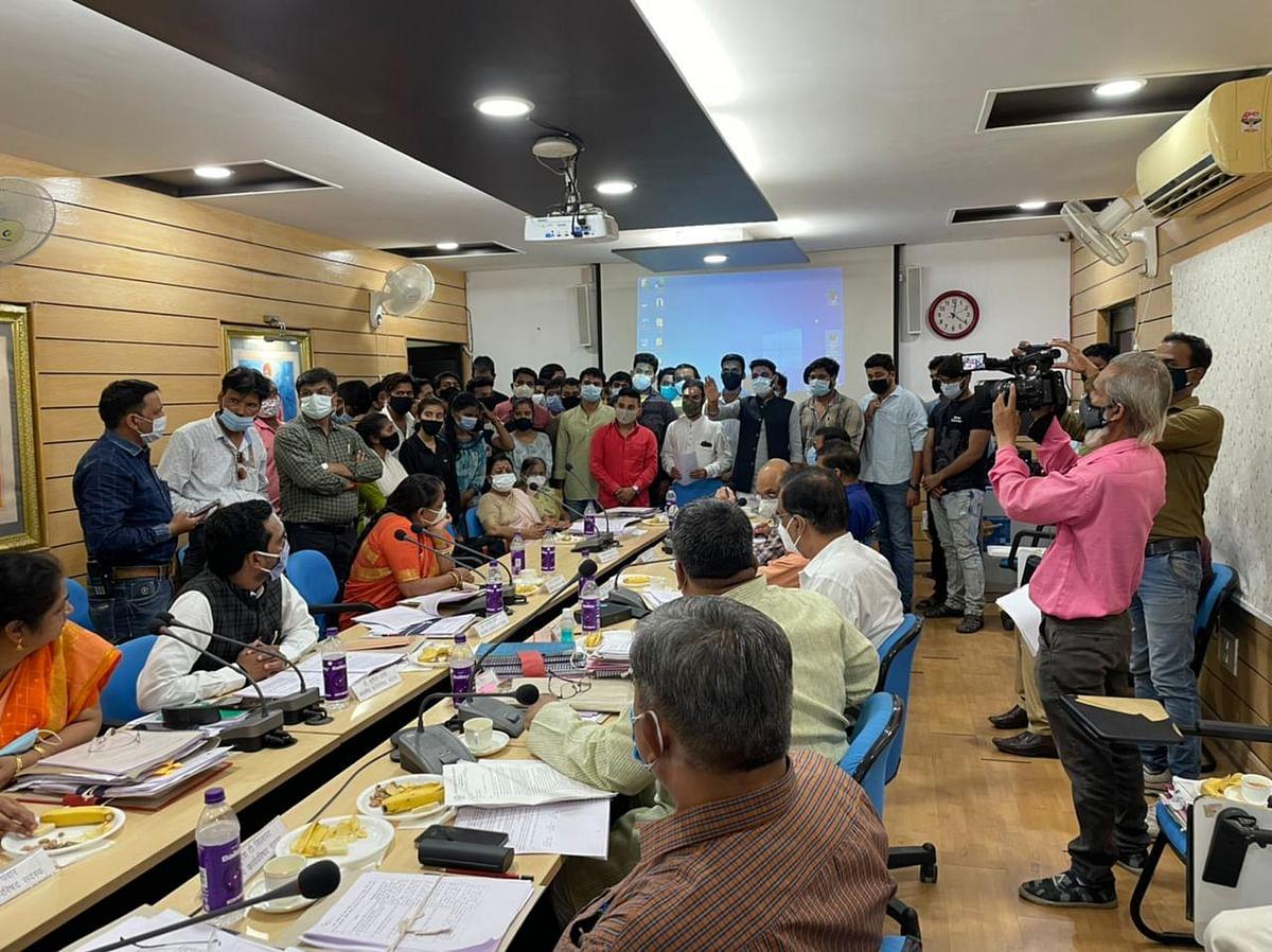Congress activists handing over a memorandum to vice-chancellor Prof Renu Jain during the executive council meeting on Monday.