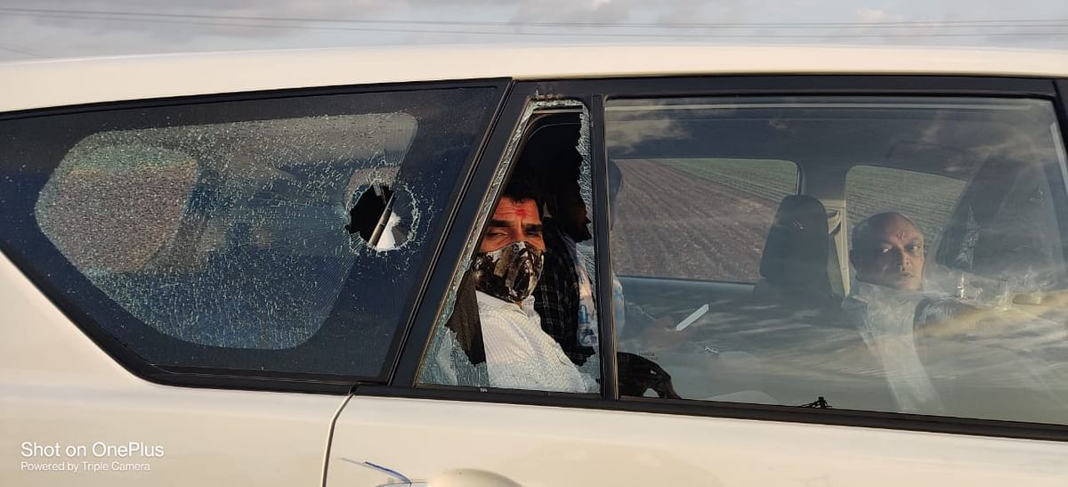 Watch Video: AAP leaders Isudan Gadhvi, Mahesh Savani attacked by 'BJP goons' in Gujarat; Arvind Kejriwal dials Vijay Rupani