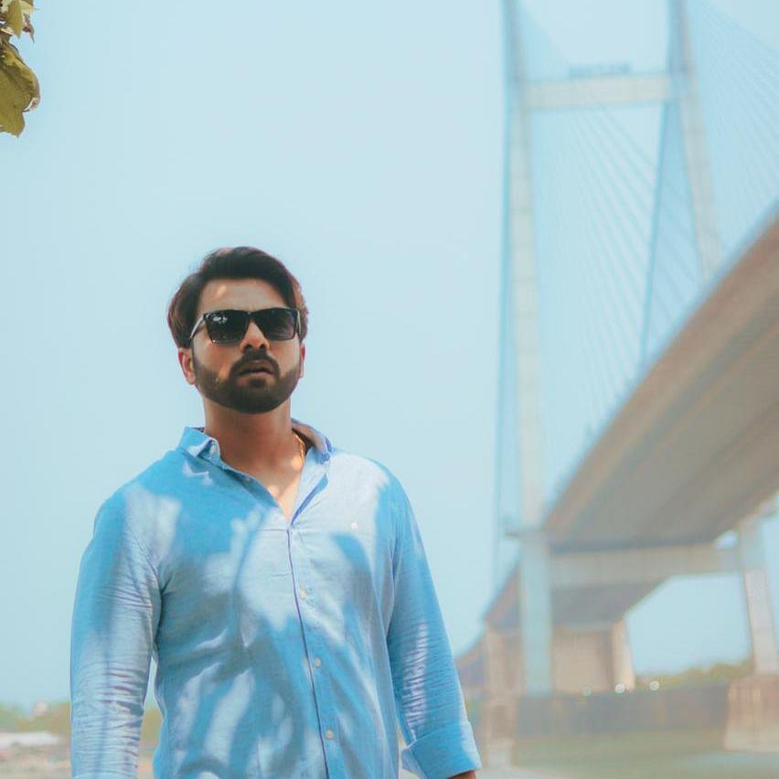 Durnibar Saha, actor Rick Mitra collaborate to recreate Rabindranath Tagore's 'Tui Phele Eshechish Kare'