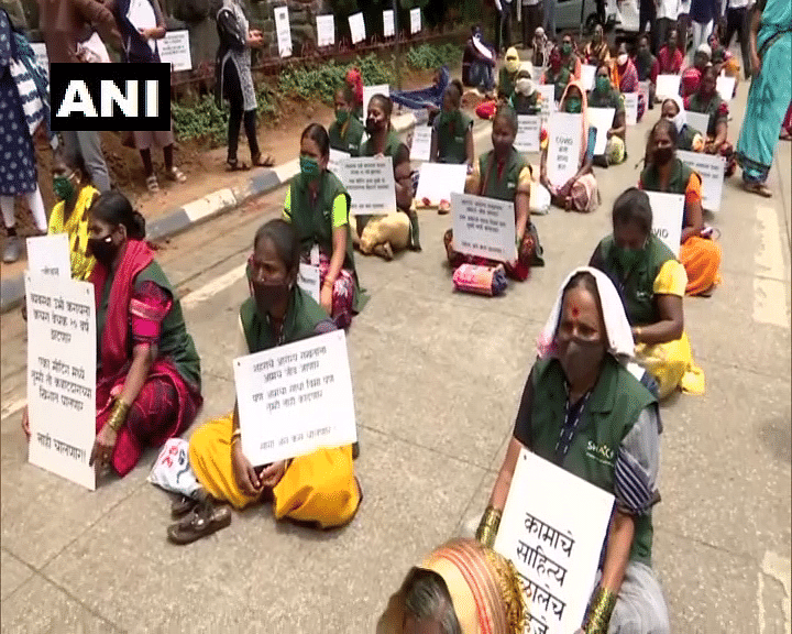Pune: Sanitation workers stage protest demanding contract extension, insurance