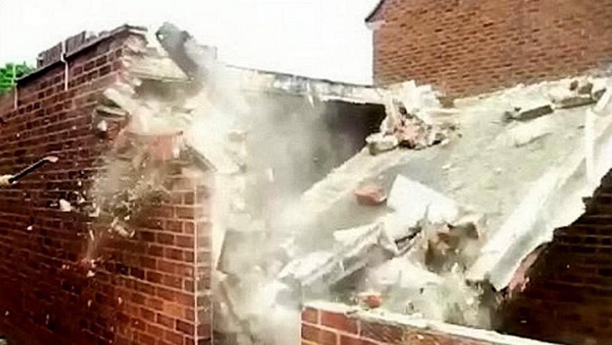 Maharashtra: Three injured in Ghatkopar wall collapse
