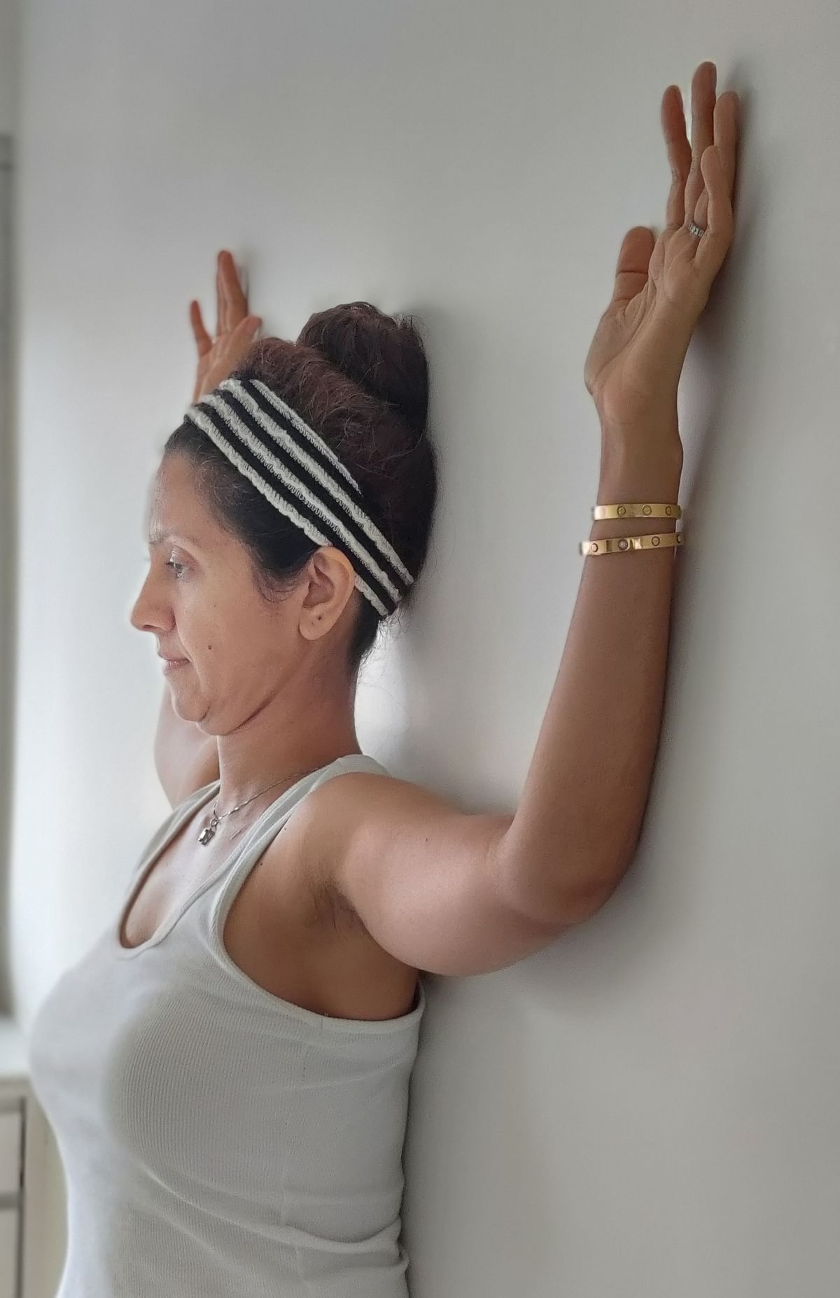Wall angle with chin tuck