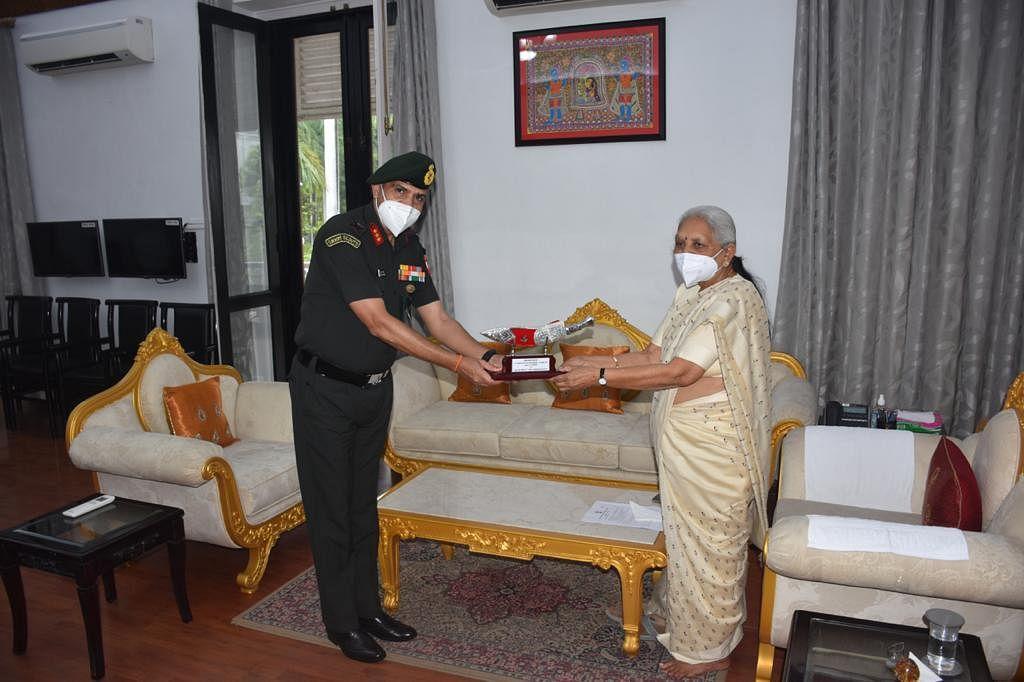 Bhopal: Governor Anandiben praises Sudarshan Chakra Corps' service during Covid pandemic
