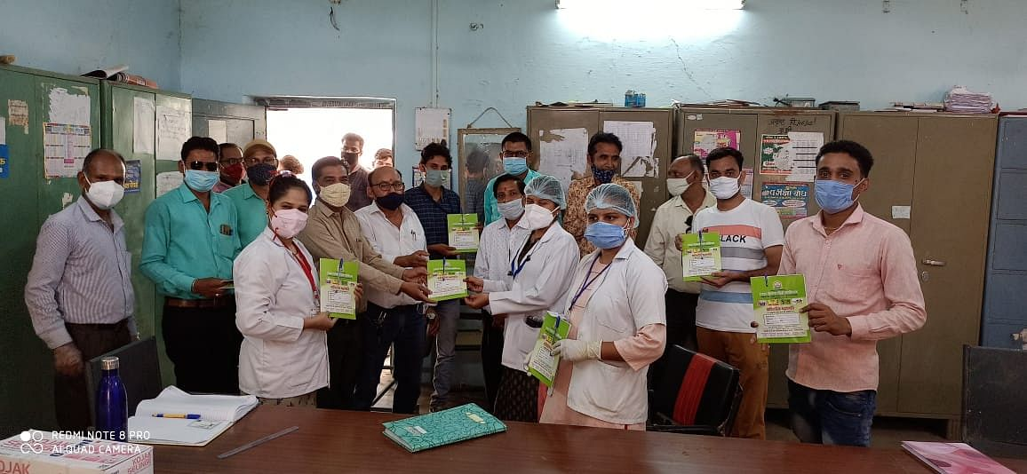 The Tribal Welfare Teachers Association felicitated the staff of health department engaged in vaccination in Kukshi