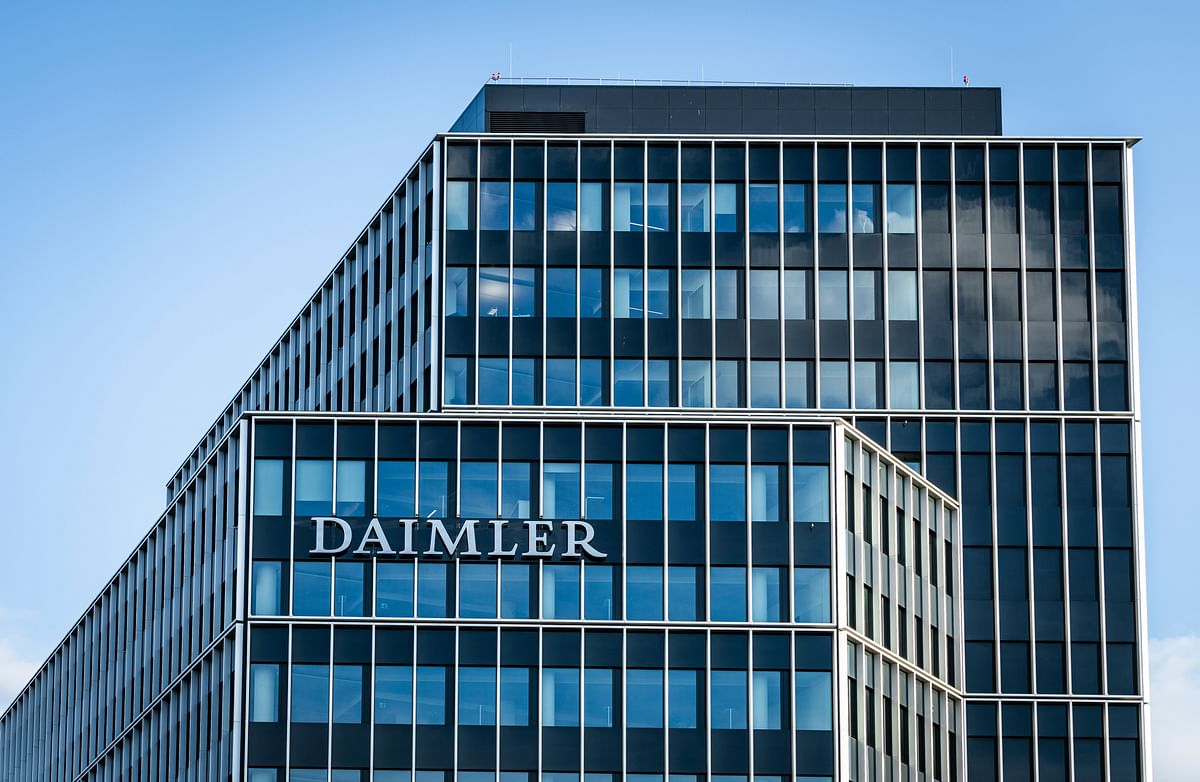Daimler plans to list Daimler Truck in Frankfurt Stock Exchange by year-end: report