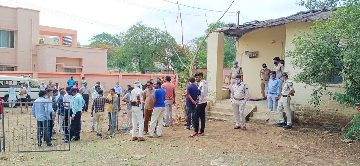 Madhya Pradesh: Bhikangaon janpad panchayat CEO kills self, family says it's a murder