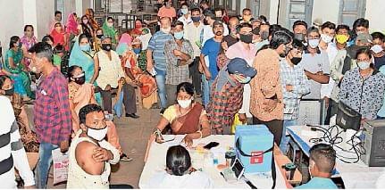Madhya Pradesh: Beneficiaries throng C-vax centre in Jaora tehsil of Ratlam district