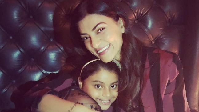 Sushmita Sen turns hairdresser for her younger daughter Alisah; see pic