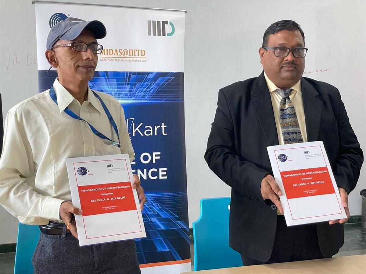Sanjay Roy, Acting Registrar IIIT, Delhi (left) and Viney Gupta CGM , GS1 India