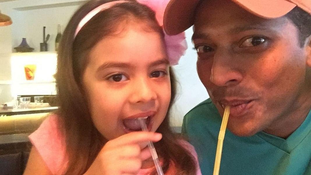 Mahesh Bhupati with his daughter Saira