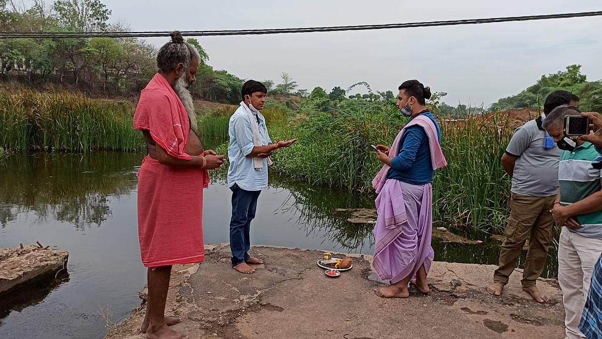Madhya Pradesh: Locals pledge to clean river Baghani in Kukshi village
