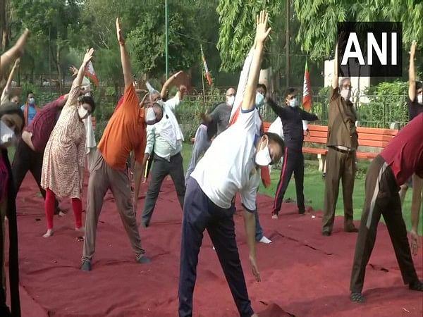 Harsh Vardhan performing Yoga at Maharaja Agrasen Park