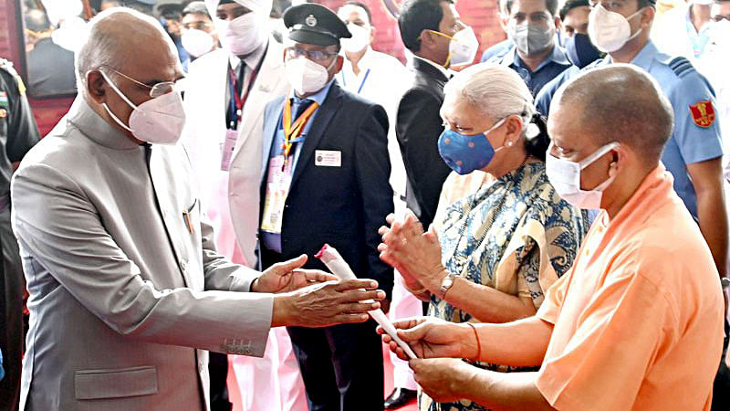 Governor of Uttar Pradesh Anandiben Patel and Uttar Pradesh Chief Minister Yogi Adityanath receiving President Ram Nath Kovind on his arrival at Lucknow Railway Station, in Lucknow on Monday.