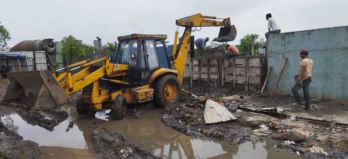 Water logging at dargah: BMC cleans up nullah in Chembur
