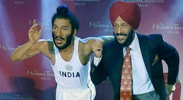 Milkha Singh posing with his Madame Tussauds wax figure in 2017